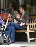 "Maggie Gyllenhaal From the Sidney Lumet tv film 'Strip Search'... Foto 108 (Мэгги Джилленхол От телевизора Сидни Люмет фильм ""Газ Поиск"" ... Фото 108)"