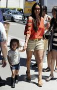 th_42692_Tikipeter_Kyle_Richards_goes_to_lunch_with_her_daughter_002_123_124lo.jpg
