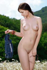 [Image: th_759655229_Karolina_Young_m_a_follise_3_122_130lo.jpg]