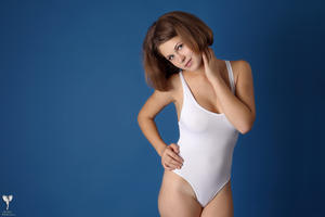 http://img163.imagevenue.com/loc138/th_365251791_tduid300163_silver_angels_Sandrinya_I_whiteswimwear_1_109_122_138lo.jpg