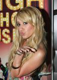 Slight Cleavage Ashley Tisdale See through tank top Foto 194 (Незначительное Дробление Эшли Тисдэйл видеть сквозь Майка Фото 194)