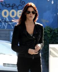Nov 22, 2010 - Ashley Greene - At The Gas Station Th_12882_tduid1721_Forum.anhmjn.com_20101128094927011_122_234lo