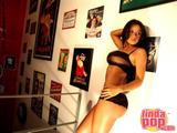 Andrea Rincon (Selena Spice) Striptease Tercera  Prenda Foto 8