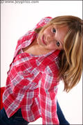 http://img163.imagevenue.com/loc47/th_200411366_Dionne_006_038_122_47lo.jpg