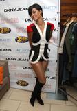 http://img163.imagevenue.com/loc888/th_50215_celeb-city.org_Rihanna_Z100_Party_Plane_with_DKNY_JEANS_Backstage_02-03-2008_001_123_888lo.jpg